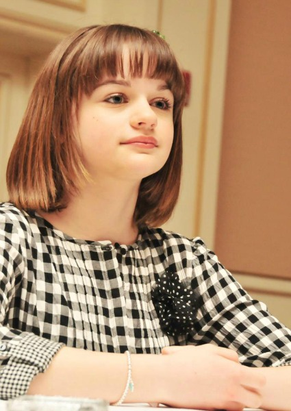 Joey King close up