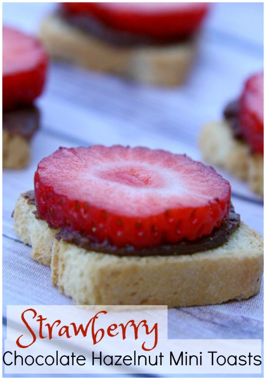 mini-toasts-with-strawberries-chocolate