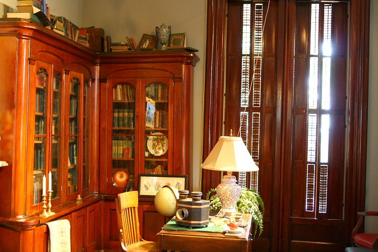 library-at-leduc-mansion