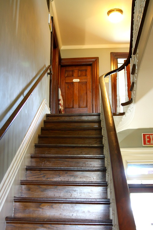 staircase-at-leduc-mansion